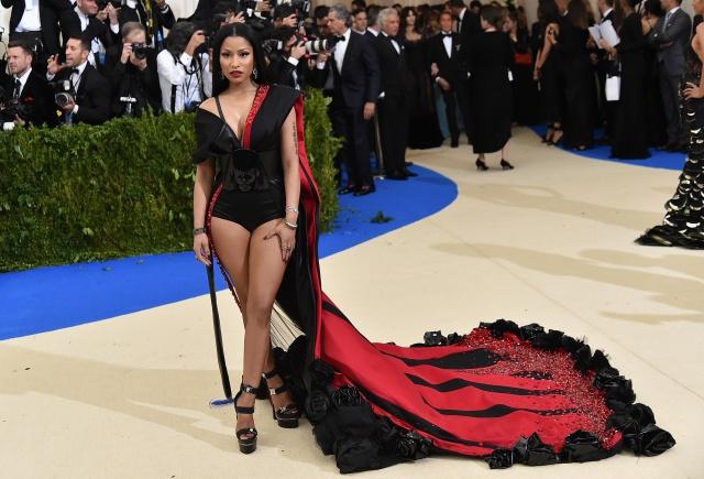¡Muy osado! Esa es la mejor manera de describir cualquier outfit de Nicki. Nos encanta lo auténtica que es. Acá repasamos su estilo