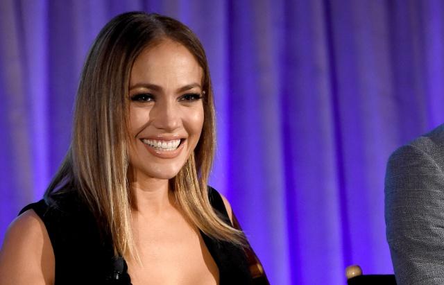 Jennifer Lopez, Luis Fonsi, Camila Cabello y muchos más se unen para ayudar a la isla.