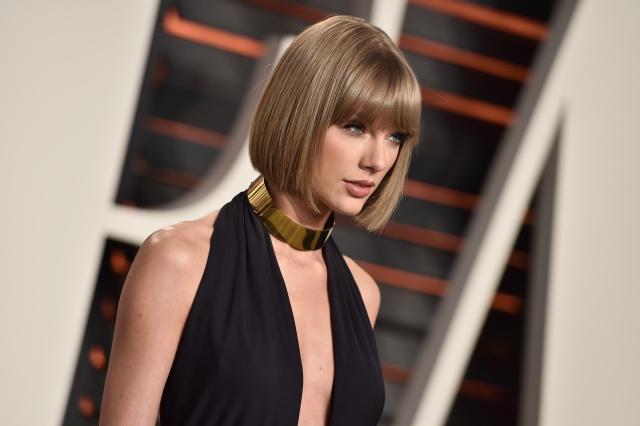 Taylor se presenta en el programa de Jimmy Fallon y le brindó un homenaje a la madre del presentador.
