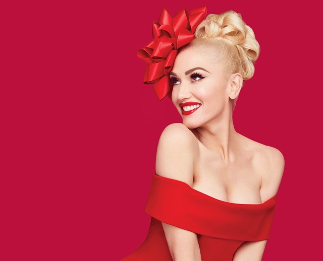 El disco navideño se llama 'You Make It Feel Like Christmas', donde colabora el cantante y su actual pareja Blake Shelton.