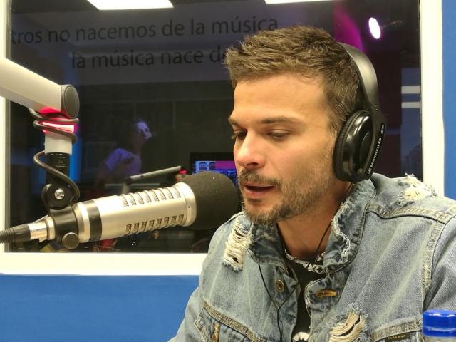El cantautor boricua Pedro Capó nos visitó y Arturo tuvo la oportunidad de entrevistarlo. Acá te dejamos la entrevista completa.